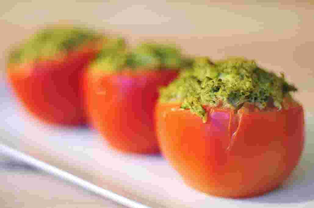 gevulde-tomaten-met-broccoli-puree.jpg