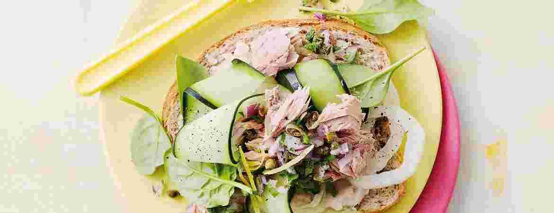 gezondaantafel-recept-tonijnsalade-op-brood.jpg